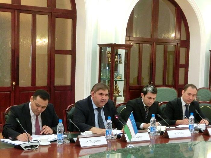 ガニエフ・ウズベキスタン対外経済大臣(右から3人目)
