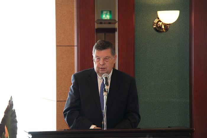 講演するアファナシエフ駐日ロシア大使