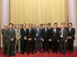 サン国家主席(手前右から3番目)とベトナム訪問団一行