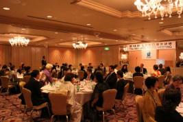 和やかな雰囲気の中、各国大使との夕食懇談会
