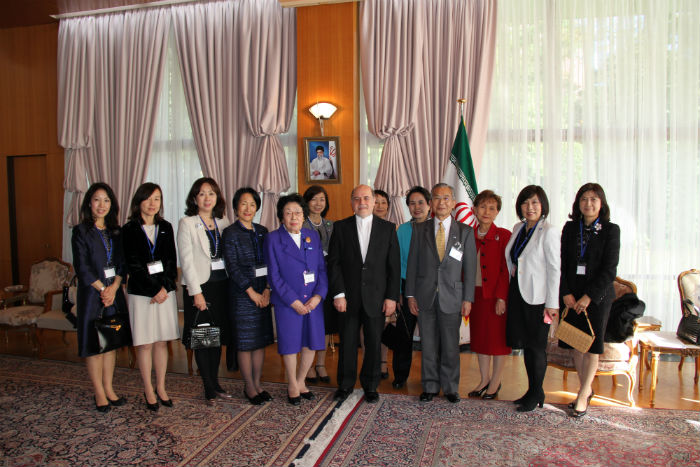 在日イラン大使館を訪れたLFEC東京研修の一行