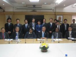 インド鉄道省にて、プラブー鉄道大臣(前列左から3番目)との集合写真