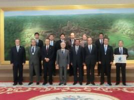 フン・セン首相(前列右から4番目)との面会=カンボジア
