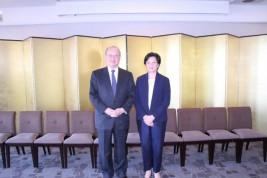 チア・キムター駐日カンボジア王国大使(右)