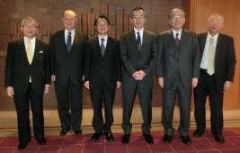 (左から)湯下専務理事、松澤理事長、清水前駐モンゴル大使、高岡新駐モンゴル大使、山口委員長、城所顧問