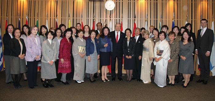 ヨーロッパハウスにて、ブドゥラ駐日EU大使を囲むLFEC東京研修の一行