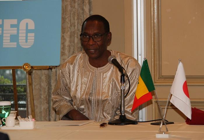 講演をするシェール・ニャング駐日セネガル大使