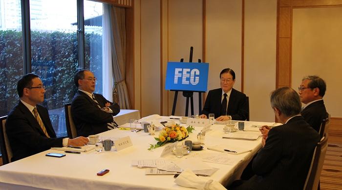 森本敏FEC日米文化経済委員会顧問をモデレーターに、座談会の様子