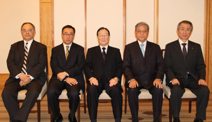 (左から)加藤洋一氏、秋田浩之氏、森本敏氏、内山英世氏、渡部賢一氏