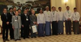 ミン・スエ副大統領(前列右から6人目)を表敬訪問