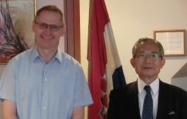 ドラジェン・フラスティッチ駐日クロアチア共和国大使(左)