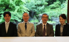 (左から)植木安弘氏、大島賢三氏、赤阪清隆氏、嘉治美佐子氏