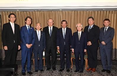 フン・セン・カンボジア王国首相と一行