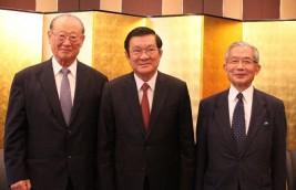 チュオン・タン・サン・ベトナム社会主義共和国元国家主席(中央)