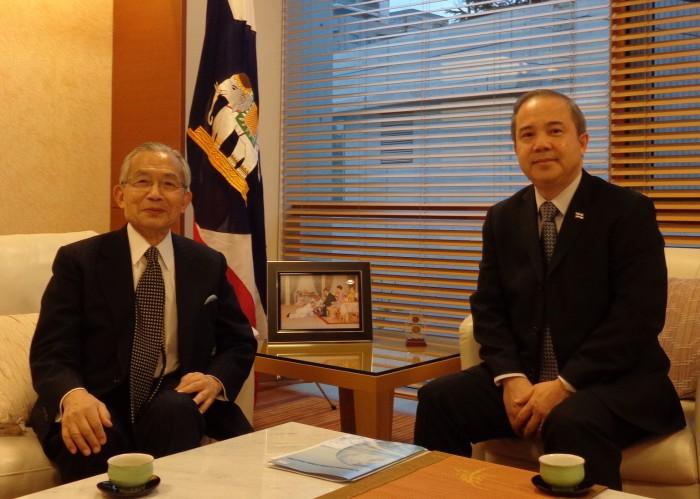 シントン駐日タイ王国大使(右)