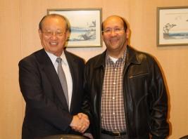 バドル・エジプト外務副大臣(右)
