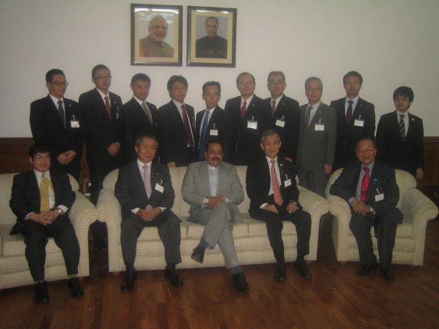シン首相府、人事・公的苦情・年金、原子力エネルギー、宇宙担当大臣
