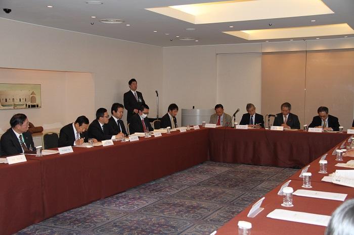 報告会の開催風景