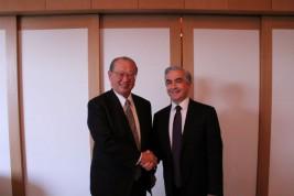 カルロス・アルマーダ駐日メキシコ大使(右)