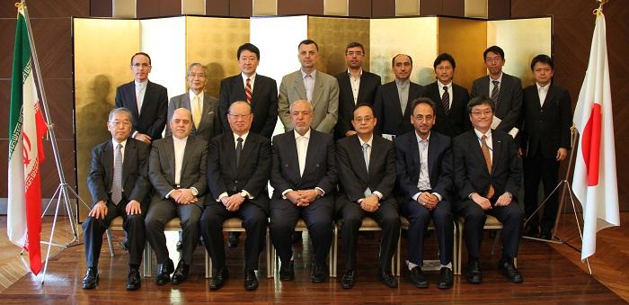 チットチアン・イランエネルギー相(前列中央)との歓迎朝食会にて