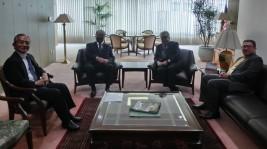 ダト・アハマッド・イズラン・ビン・イドゥリス マレーシア大使(右から2人目)