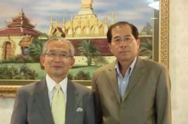 ヴィロード・スンダーラー駐日ラオス人民民主共和国大使(右)