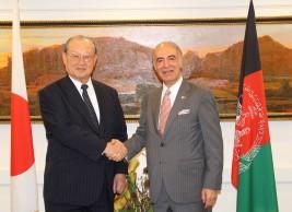 バシール・モハバット駐日アフガニスタン大使(右)