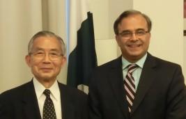 アサド・マジード・カーン駐日パキスタン・イスラム共和国大使(右)