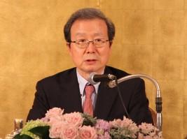 中国研究会で講演をする程大使