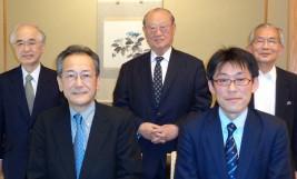 (前列左から)樋口前駐ミャンマー大使、外務省斉田課長、(後列左から)山口委員長、松澤理事長、湯下専務理事