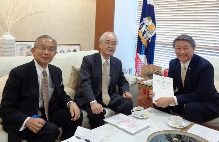 バンサーン・ブンナーク駐日タイ大使(右)