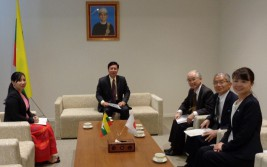 トゥレイン・タン・ズィン駐日ミャンマー大使(左から2人目)