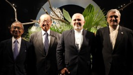 モハンマド・ジャヴァード・ザリーフ外務大臣(右から2人目)