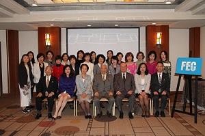 小倉和夫日本財団パラリンピックサポートセンター理事長(中央)を囲んで