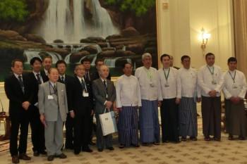 ミン・スエ副大統領(前列右から6番目)_HP3