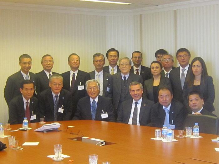 ダムラジュ・トルコ経済省次官補(前列右から3人目)と訪問団一行