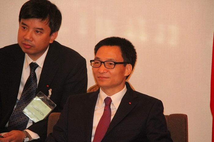 ブー・ドク・ダム・ベトナム副首相(右)