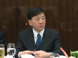 講演する中島厚志みずほ総合研究所専務執行役員チーフエコノミスト