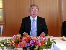 講演する柴田明夫丸紅(株)経済研究所代表