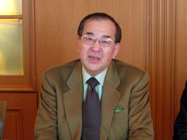 講演をする山内昌之東京大学大学院教授