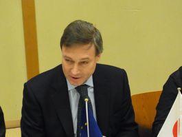 講演するシュヴァイスグート駐日EU大使