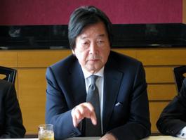 講演する田中均(株)日本総合研究所国際戦略研究所理事長