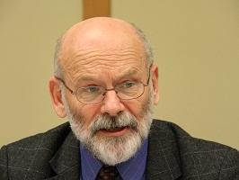 講演するドンブロフスキ元ポーランド財務省第一次官