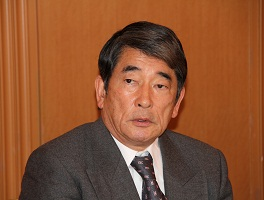 講演する岡本行夫(株)岡本アソシエイツ代表取締役