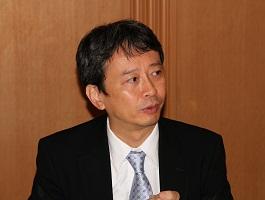 講演をする田中浩一郎(財)日本エネルギー経済研究所常務理事