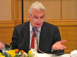 講演するフォルカー・シュタンツェル駐日ドイツ大使