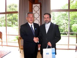 埴岡FEC理事長とアラグチ駐日イラン大使