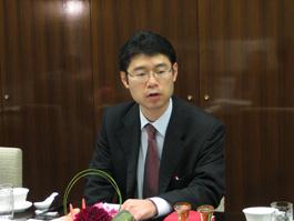 講演する伊藤信悟みずほ総合研究所(株)上席主任研究員