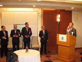 祝辞と乾杯の発声を行う笹森清FEC評議員会副議長・元連合会長