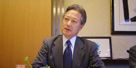 東京全日空ホテルにて、講演する時野谷元駐タイ大使